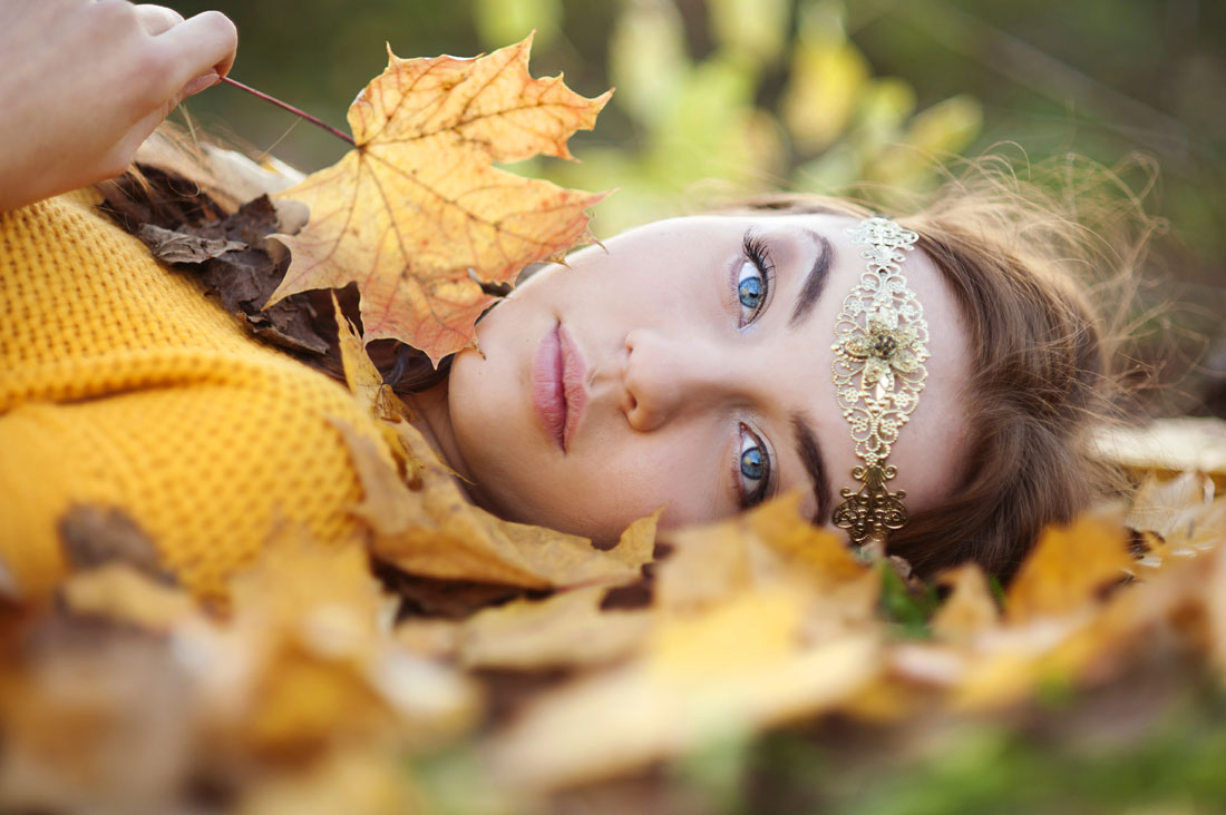 Fall Woman in leaves photography